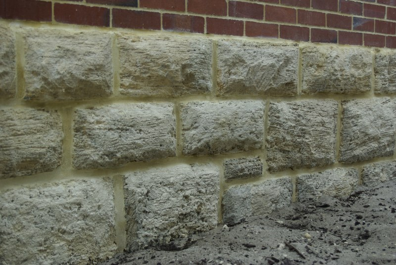 colonial-tuckpointing-natural-limestone-repointing
