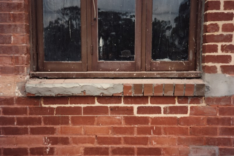 colonial-tuckpointing-decorative-window-sills-and-aprons-before-after-set-01-1